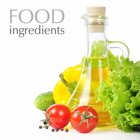 lechuga: conjunto de ingredientes y especias para cocinar los alimentos aisladas sobre fondo blanco Foto de archivo