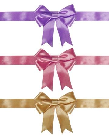 fiocco oro: Set di fiocchetti - oro, rosa, viola su sfondo bianco. Percorso di clipping incluso per ogni arco. Archivio Fotografico