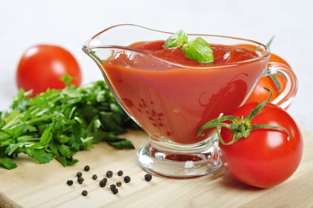 Tomato sauce in a gravy boat  with fresh tomatoes and basil Stock Photo - 17170889
