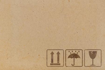 Cardboard background avec des icônes utilisés sur les récipients et les emballages