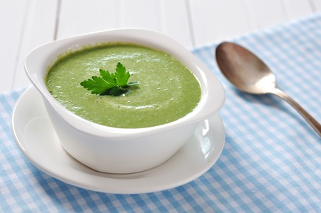 pea: spinach soup in a bowl on a wooden background