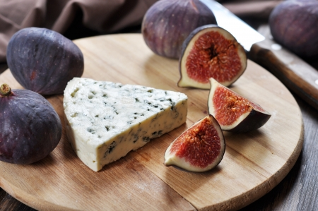 fig: blue cheese and sweet fruit figs on a wooden board