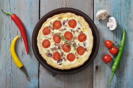 red chilli: Traditional french quiche pie with chicken and cherry tomato  on a plate