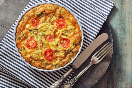 knife tomato: Frittata with Fresh Vegetables and chicken meat in baking mold