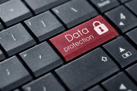 Concepto de Seguridad. Palabras Protección de datos en el botón del teclado de ordenador. Foto de archivo