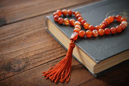holy symbol: Santo Cor�n con los granos sobre el fondo de madera de cerca