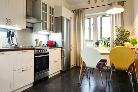 Interior of the kitchen in Scandinavian style with white furniture and a dining table 版權商用圖片