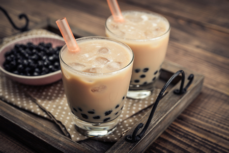 Homemade Milk Bubble Tea with Tapioca Pearls on wooden background Banco de Imagens - 88801597