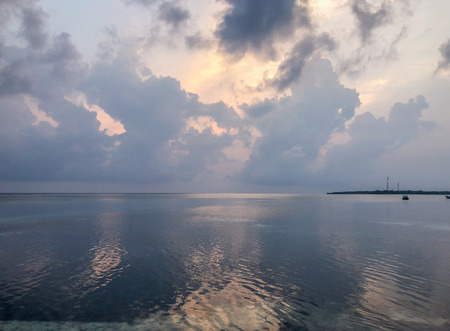 Beautyful sunset in the ocean on Fehendhoo island, Maldives Banco de Imagens