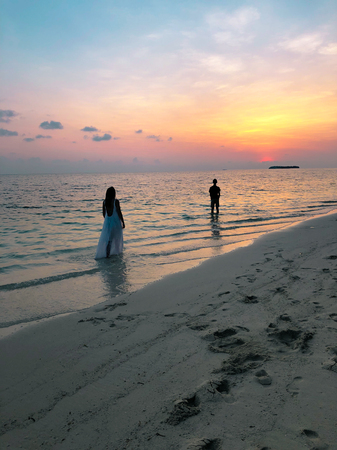 The image of two people in love at sunset on Fehendhoo island, Maldives Banco de Imagens