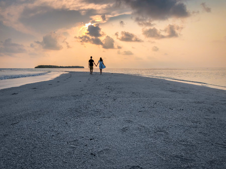 The image of two people in love at sunset on Fehendhoo island, Maldives Archivio Fotografico