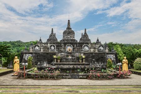 Budhist temple Brahma Vihara-Arama Banjar in Lovina, Indonesia, Bali, its a small version of Borobudur temple on Java. Imagens
