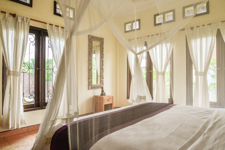 Cozy canopy bed in bedroom  in  traditional balinese house for rent, Ubud, Indonesia 版權商用圖片