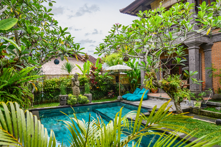 Garden on back yard with swimming pool and cozy gazebo near traditional balinese house for rent, Ubud, Indonesia 版權商用圖片 - 122591034