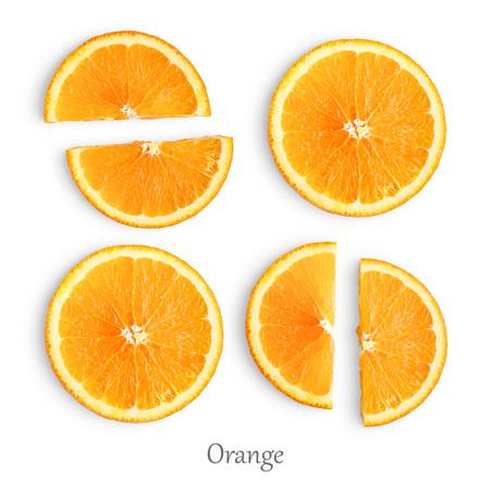 Rodajas de naranja aislado sobre fondo blanco. Foto de archivo