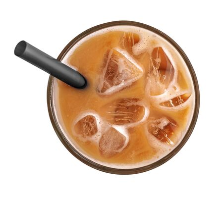 Caffè ghiacciato con cannuccia isolato su sfondo bianco, vista dall'alto Archivio Fotografico