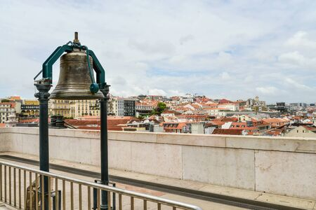 Large bell at the top of Rua Augusta in Lisbon, Portugal Stockfoto