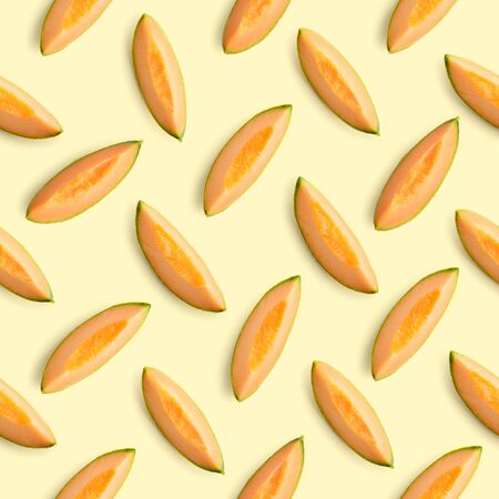 Colorful seamles fruit pattern of melon slices on yellow background. Top view. Flat lay 版權商用圖片 - 131493019