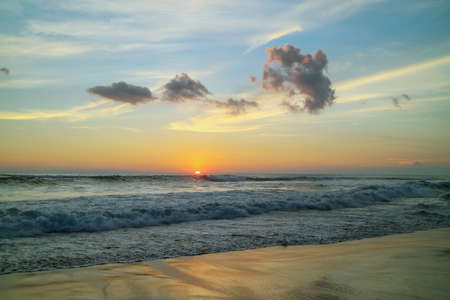 Beautiful bright sunset on the ocean on Bali island Foto de archivo - 154473973