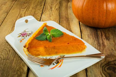 pumpkin pie: Thanksgiving pumpkin pie slice, mint on a wooden background