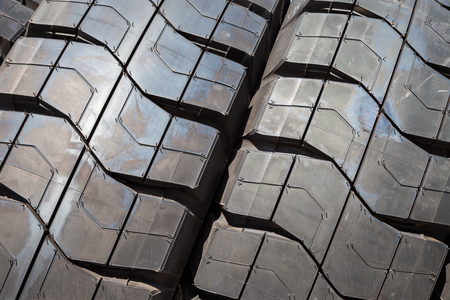 reciclar: Truck car tires wheel profile structure background
