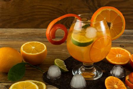 Pitcher of cool lemonade on wooden table. Summer drink.  Fruit cocktail. Fruit drink. Fruit lemonade. Citrus lemonade 版權商用圖片 - 55904339