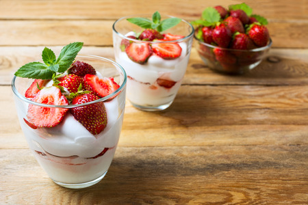 Strawberry summer layered dessert with whipped cream. Cream cheese with fresh strawberry. Copy space. Imagens