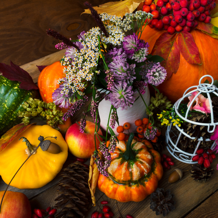 Fall table centerpiece with clover in vase and decorated birdcage, top view
