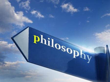 filosofie blauwe verkeersbord over hemelachtergrond