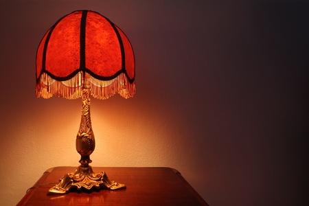 bedside: chapado a la antigua l�mpara de mesa