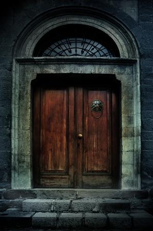illustratie van een donker spookhuis oud herenhuis