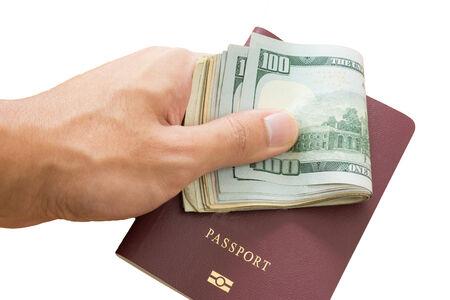 dinero falso: pagar dinero por pasaporte falsificado Foto de archivo