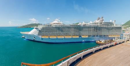 caribbeans: GRAND TURK - NOVEMBER 20 : Royal Caribbeans Oasis of the Seas docked at port on November 20, 2014 in Grand Turk.