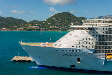 caribbeans: GRAND TURK - NOVEMBER 20 : Royal Caribbeans Oasis of the Seas docked at port on November 20, 2014 in Grand Turk.