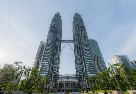4 月 16 日マレーシア ・ クアラルンプール: ペトロナス ツインのフロント ビュー タワー KLCC クアラルンプール Lumper マレーシアで 4 月 162015