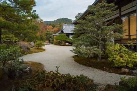 Garten im japanischen Stil Garten Hinterhof Stein Kiesel Weg Standard-Bild