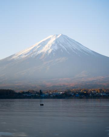 foggy mount Fuji Kawaguchiko lake Reklamní fotografie