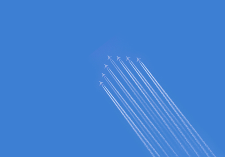 five airplanes formation contrail