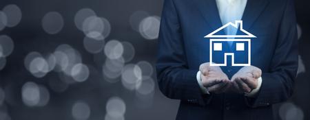 mano de hombre, casa azul, modelo, en, pantalla