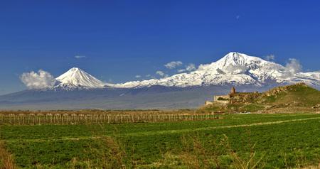 Khor Virap with Mount Ararat in background 版權商用圖片 - 108663493