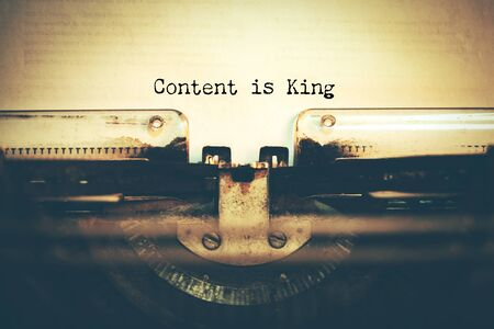 typewriter with content is king text 스톡 콘텐츠