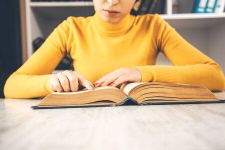 young sitting woman reading book Zdjęcie Seryjne