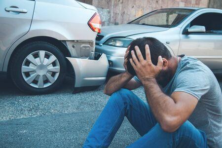 sad man and  car crash accident in street 版權商用圖片
