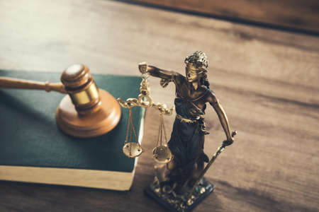 wooden judge on book with justice lady on desk Archivio Fotografico