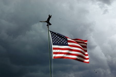 wind force: Cloudy American Flag