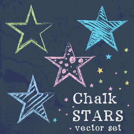 Conjunto de estrellas de colores dibujados como dibujo de tiza en el fondo del grunge pizarra. Vectores