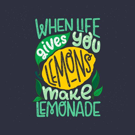 Inspiring lettering saying When Life Gives You Lemons Make Lemonade on black chalkboard. Green and yellow hand drawn inscription with citrus fruit and leaves. Sunny phrase for poster, apparel, print Иллюстрация