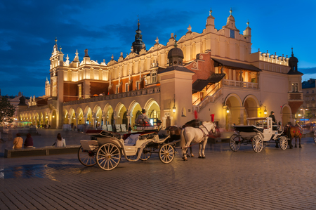 cracovia: Carriages before the Sukiennice on The Main Market Square in Krakow Editorial