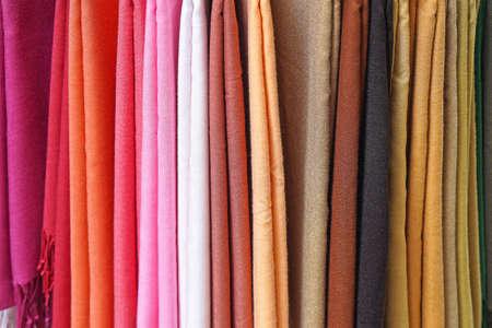 sciarpe: Scialli e sciarpe avvolge in vari colori