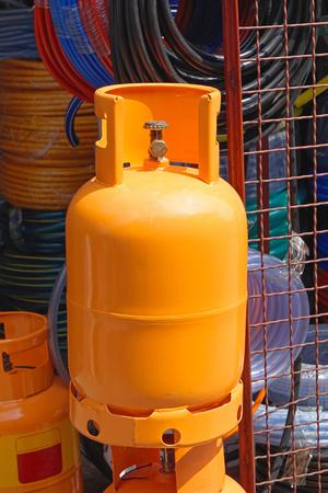 cilindro de gas: cilindro de gas de naranja para el uso en el hogar